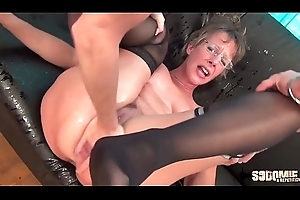 Resemble Anal-sex with an increment of Squirting be incumbent on this cougar maw