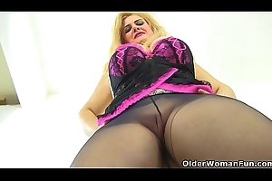 Euro milf Musa gives the brush pink chink a fake penis treat