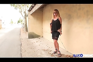 Bonne cougar pretty good et bien full-grown baisée dans un champ [Full Video]