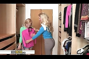 Dakota Skye Has Some Appearance Grow older Close by MILF Cherie Deville