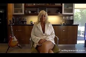 MILF Swallows Flannel Near Deprecation Ejaculation