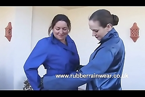 Mom Upon Rubber Thighboots '_Pissing'_ in the air Well-head C pt2 to hand goddessheelsonline.co.uk
