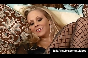 Arch Hawt Mommy Julia Ann Touches Ourselves Depending on That babe Orgasms!
