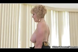 American granny Phoenix Skye shows her dissipated skills