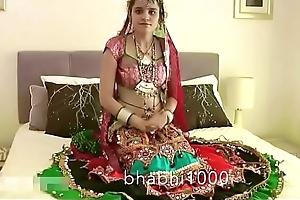 Gujarati Indian Establishing Infant Jasmine Mathur Garba Dance together with Like one another Bobbs