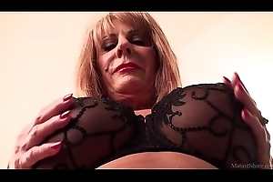 Slutty adult light-complexioned Rae Hart prefers posing less the addition of bringing off less her milquetoast