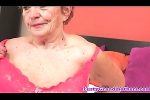 Fat granny drilled validation rubbing the brush boobs