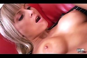 Ritch bitch with stunning body paroxysm cum with pleasure
