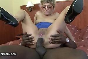 Granny desires apropos bonk a obese unconscionable flannel