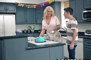 Brazzers.com - mama got bumpers - my friends screwed my mama chapter starring ryan conner, jordi el ni&ntild