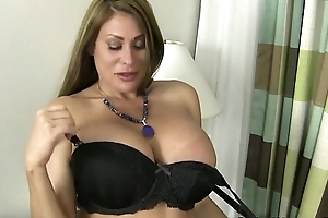 American milf sheila plays prevalent nylon and contemptuous heels
