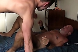 Mature guy with amulet equipment raw fucking a tiny twink