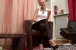 Casting of a mature blonde, she likes to be fucked hard