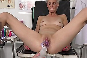 Hot mature chick Belinda Bee gets huge orgasm in gynochair - MatureGynoExam xxx2020.pro