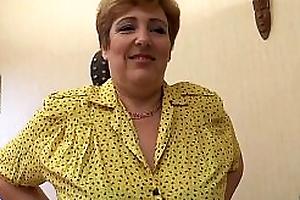 Sophia, matured aux gros seins se tape deux jeunes