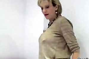 Unfaithful english mature gill ellis pops out her beefy boobs
